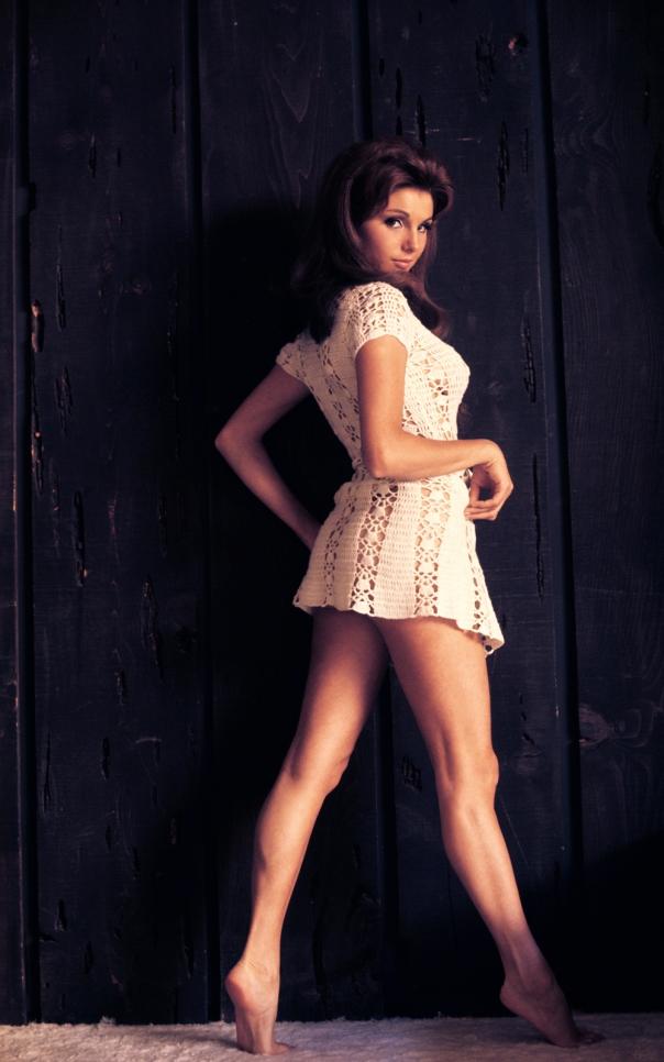 Angela Dorian-aka-Victoria Vetri legs
