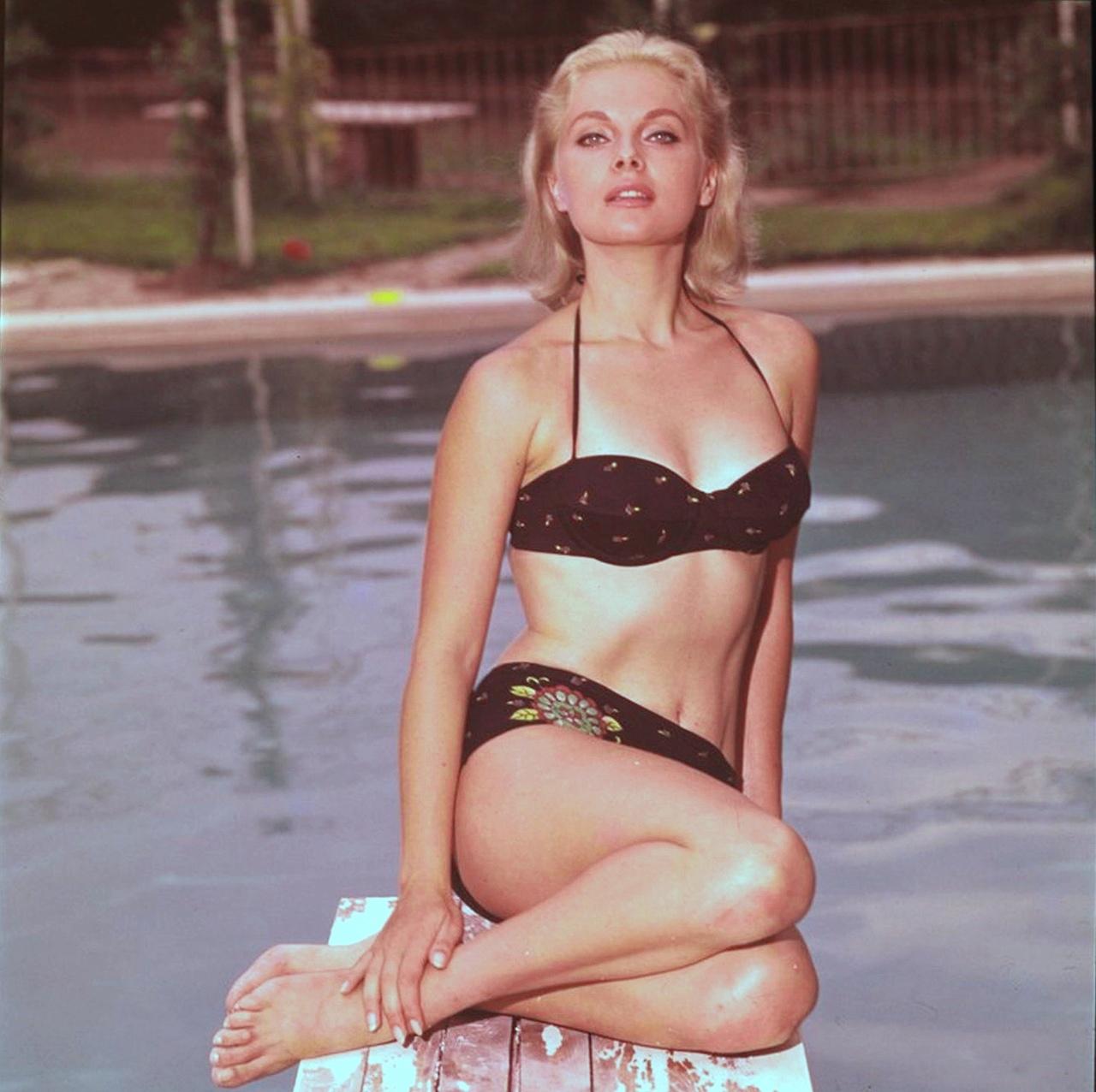 1936-virna-lisi-pool.jpg (1280×1276)