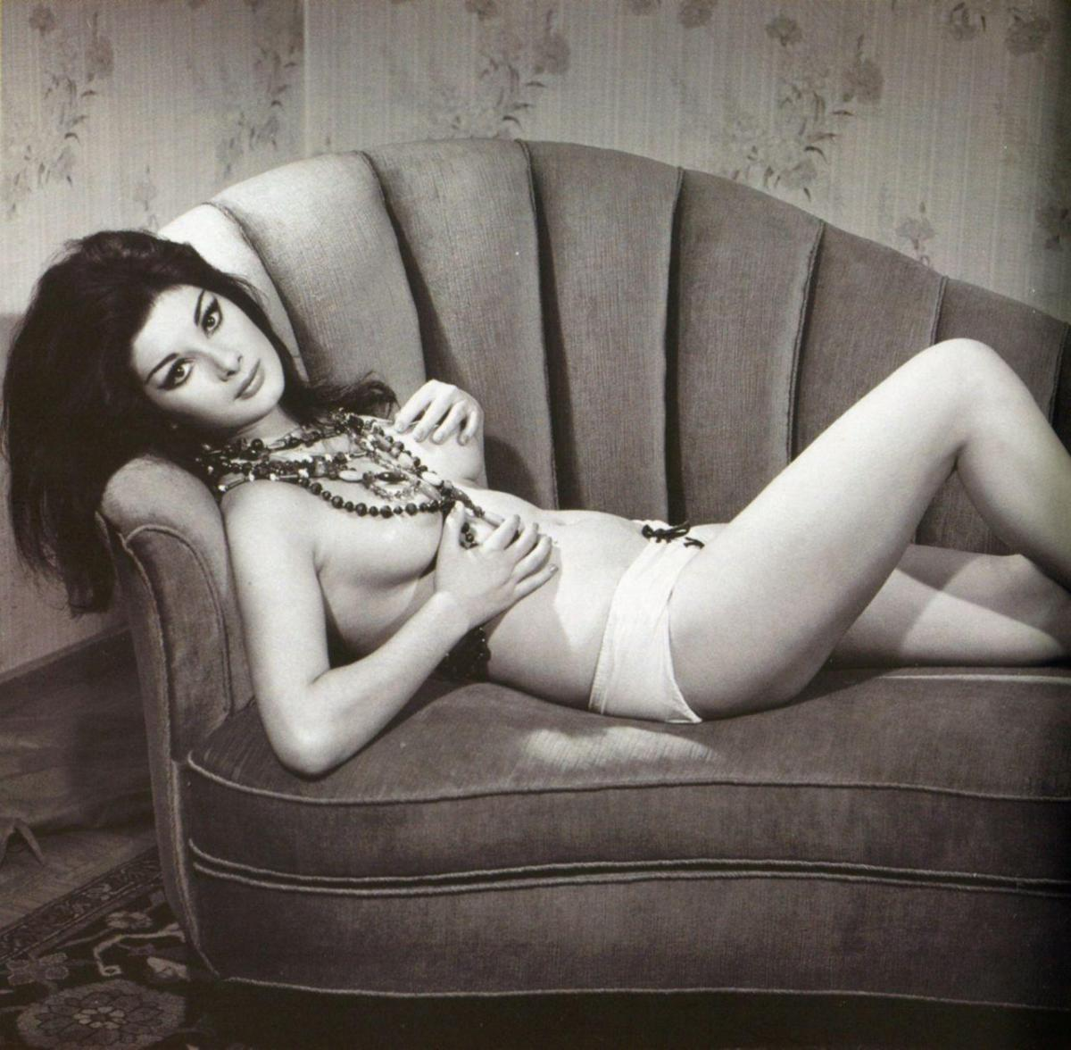 http://24femmespersecond.files.wordpress.com/2013/08/1948-edwige-fenech-beads.jpg?w=1200