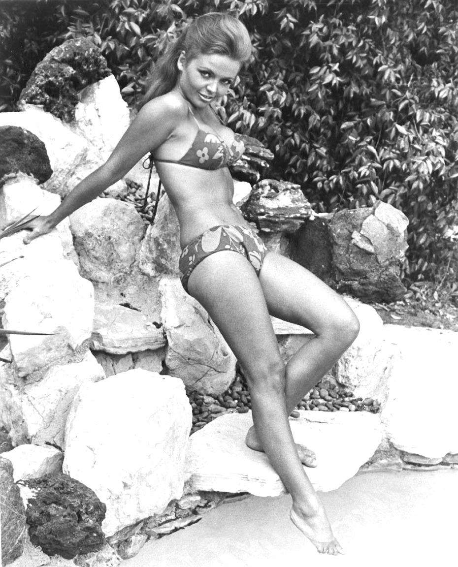 Amadee Chabot bikini | 24 femmes per second | page 12