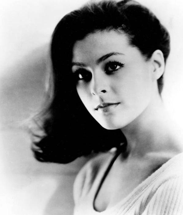 1945 Brenda Benet