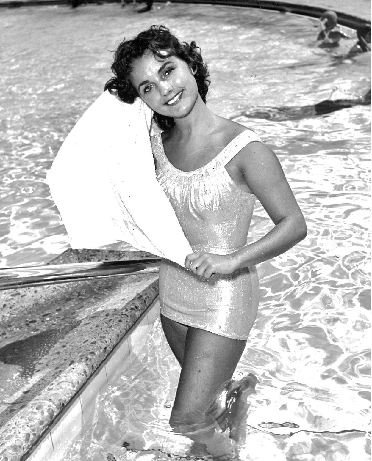 Young Dawn Wells was famous as Mary Ann Summers in sixties Check out all her body measurements including bra size weight and height from that time