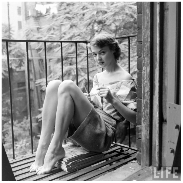 1926 jean-patchett-escaping-the-heat-on-the-fire-escape-of-eileen-ford_s-agency-photo-by-nina-leen-new-york-city-julyc2a01948-a