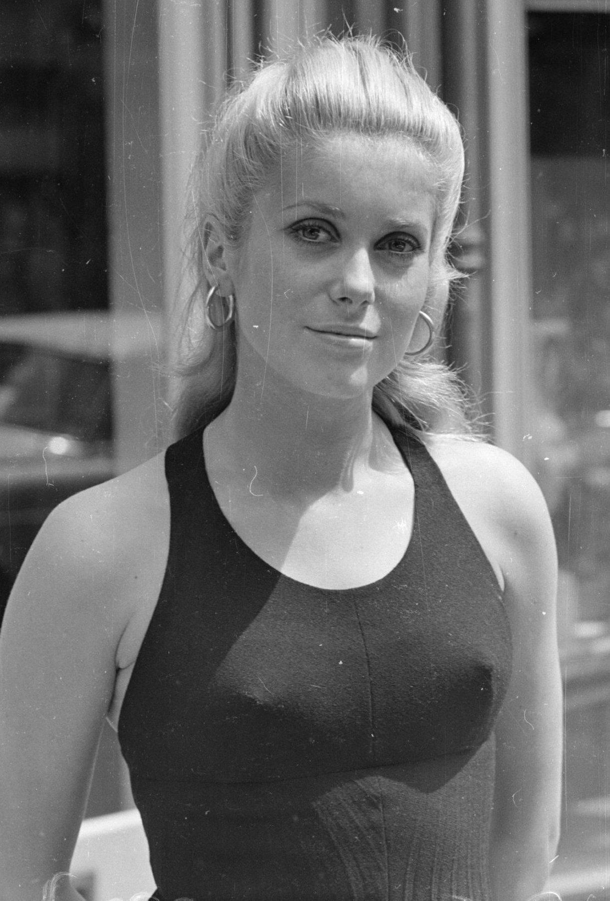 женщины в 50лет в нижнем белье фото хорошего разрешения