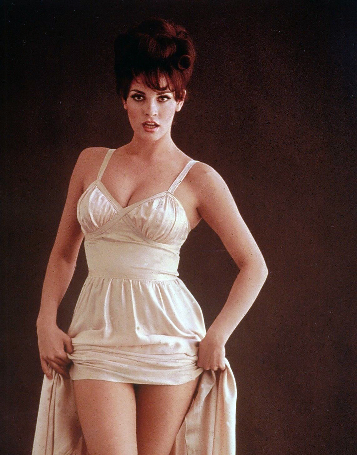 Sexy Pictures Of Raquel Welch