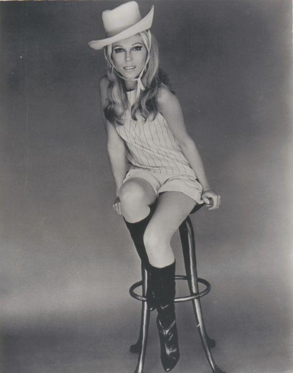 1940 Nancy Sinatra stool bw