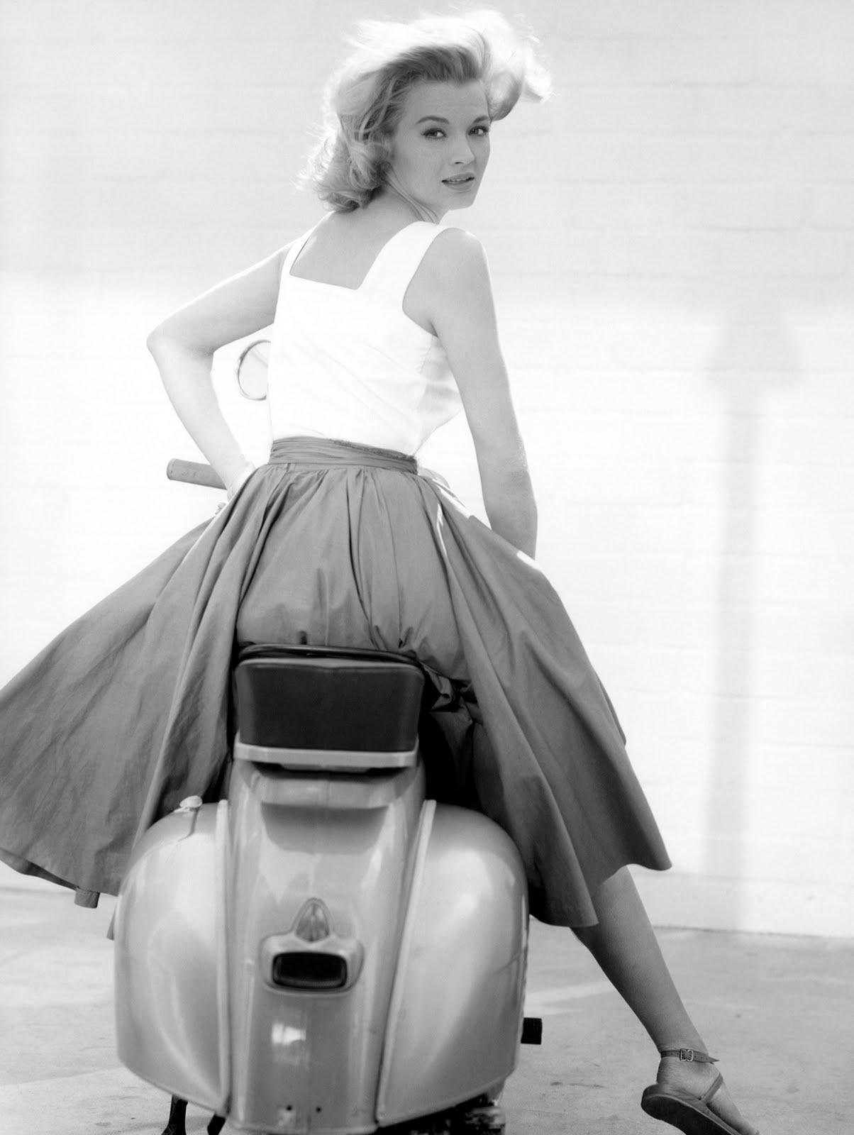Angie Dickinson Straddling A Motorscooter 24 Femmes Per