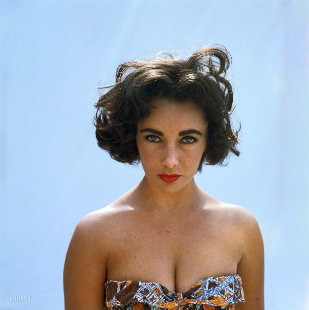 how tall is liz taylor