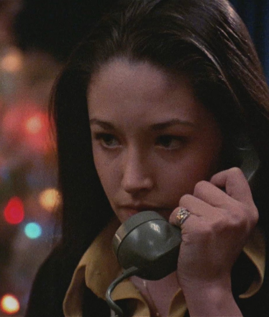 Olivia Hussey with a telephone   24 Femmes Per Second