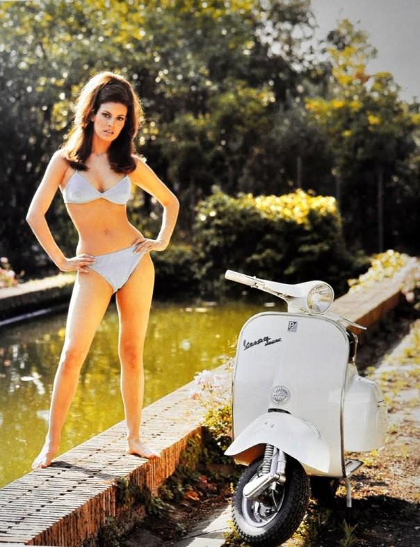 Raquel Welch scooter DSC_0006
