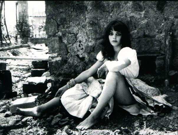 sit Tina Aumont