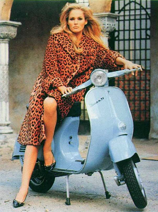 Ursula Andress scooter