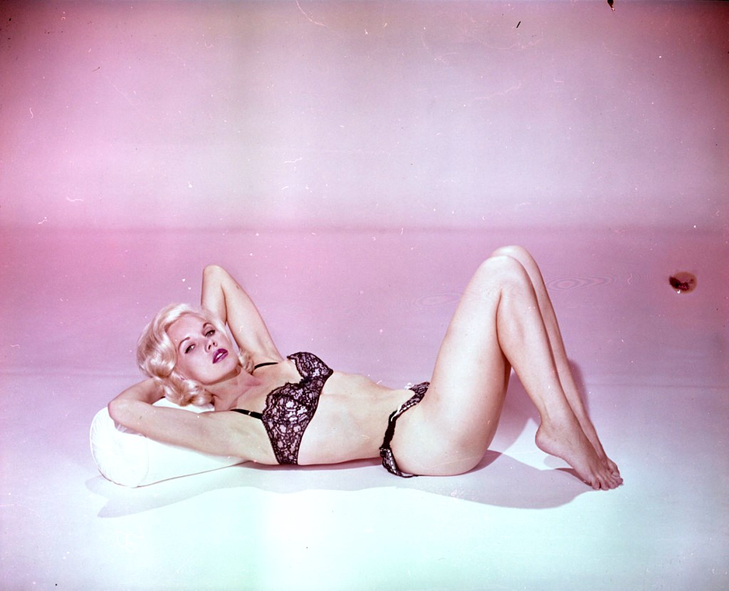Carroll Baker Laying Down In Lingerie 24 Femmes Per Second