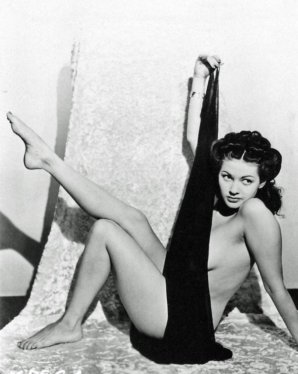 Yvonne-De-Carlo-Feet-992405
