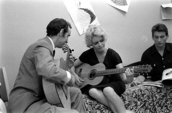 Brigitte Bardot guitar-5