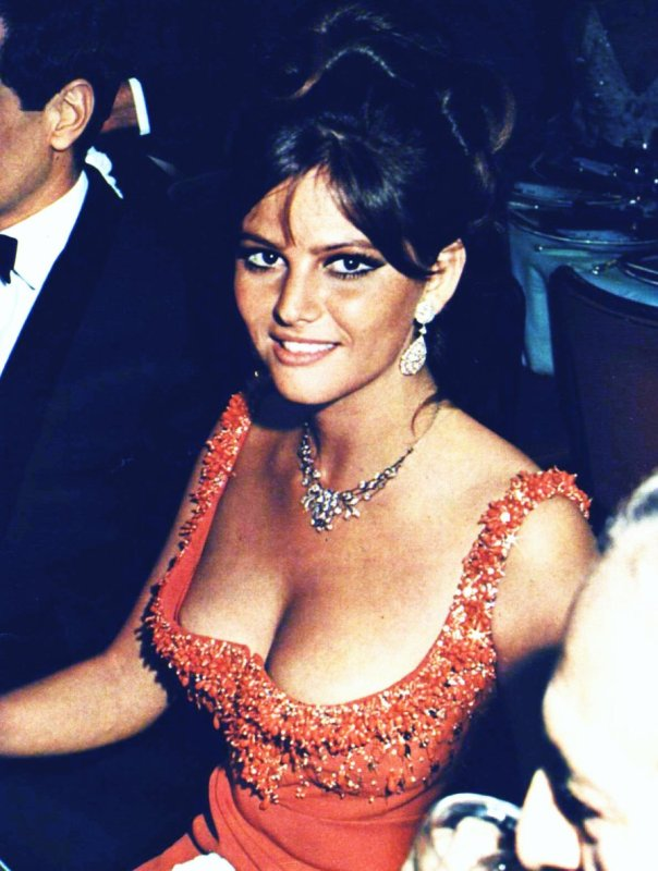 Claudia Cardinale cleavage