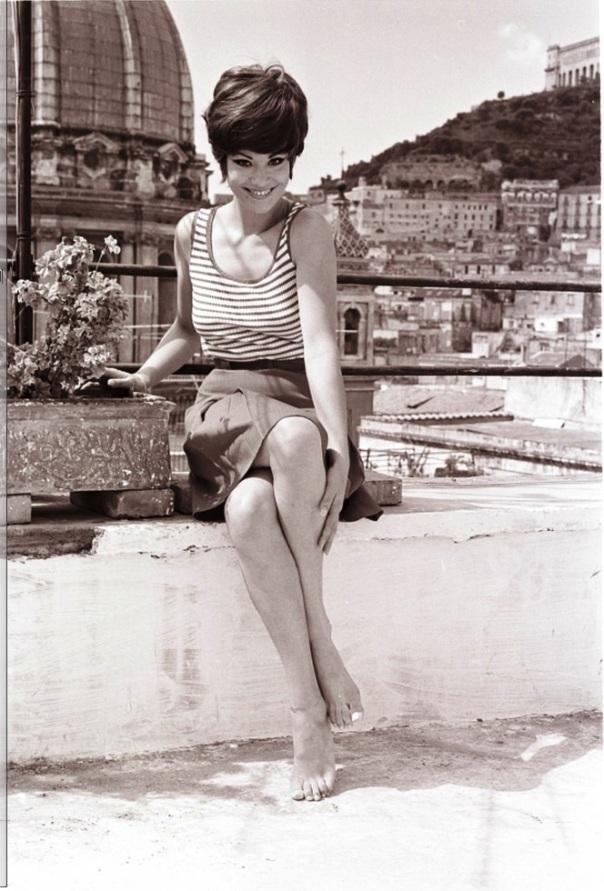Claudine Auger 48