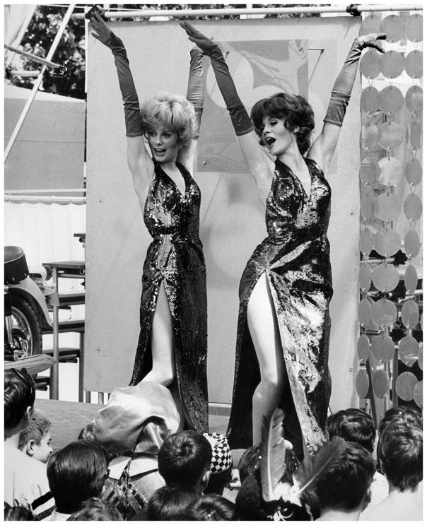 Françoise Dorléac et Catherine Deneuve-1966-photo-david-hurn
