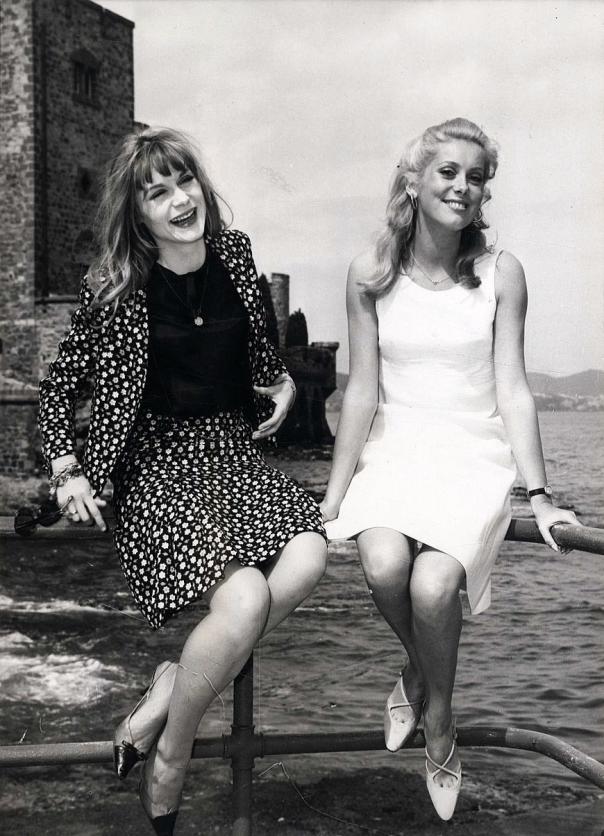 Françoise Dorléac et Catherine Deneuve rir