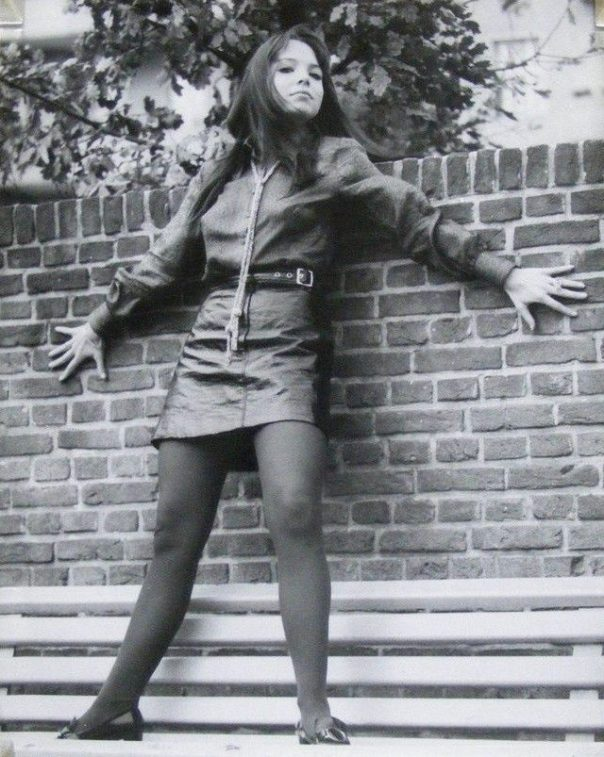 1950 Barbara Capell in a leather skirt orig leggy portrait photo by Frank Quade 1976