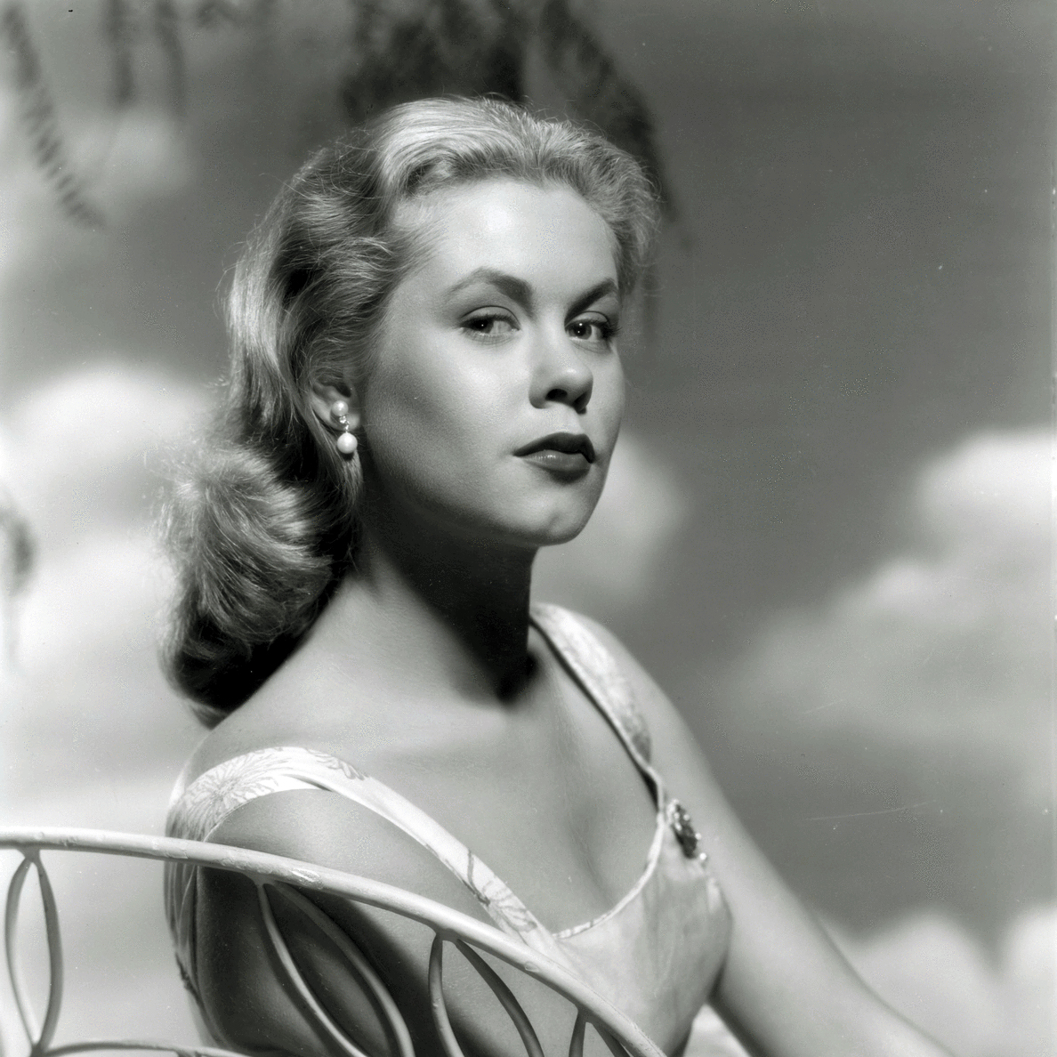 how tall is elizabeth montgomery