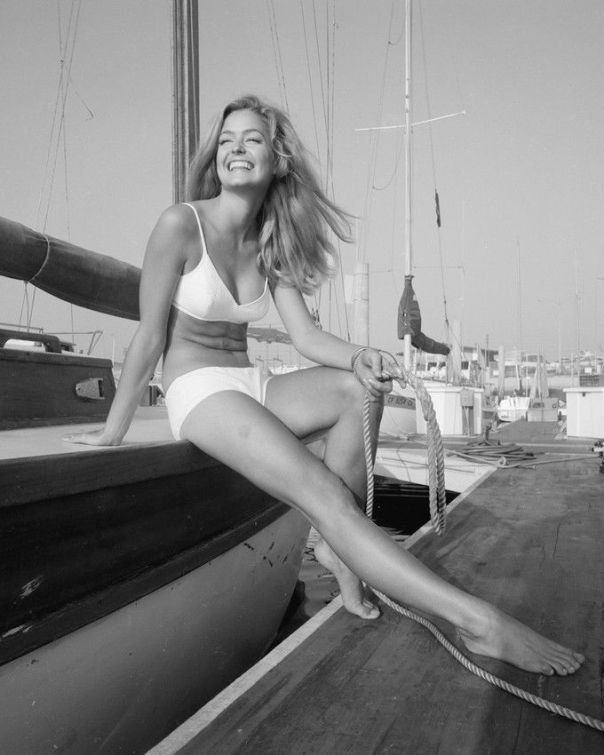 FARRAH FAWCETT BIKINI B&W 8X10 PHOTO F:L PIN UP 74'