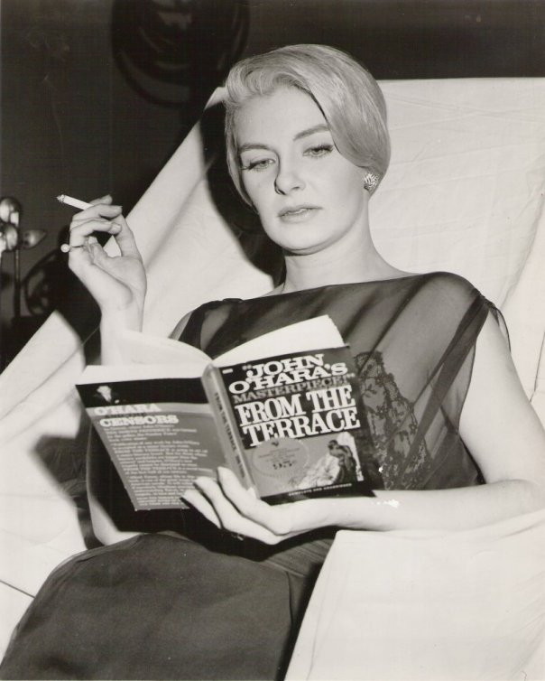 1939 Joanne Woodward b1930 reading