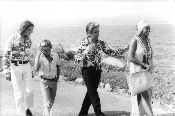 Claudia Cardinale walking on sea side with people