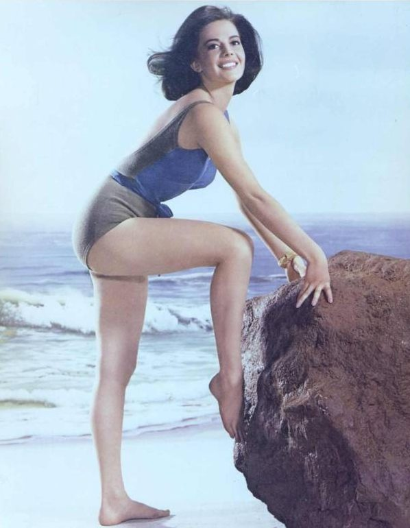 Natalie Wood pose 2