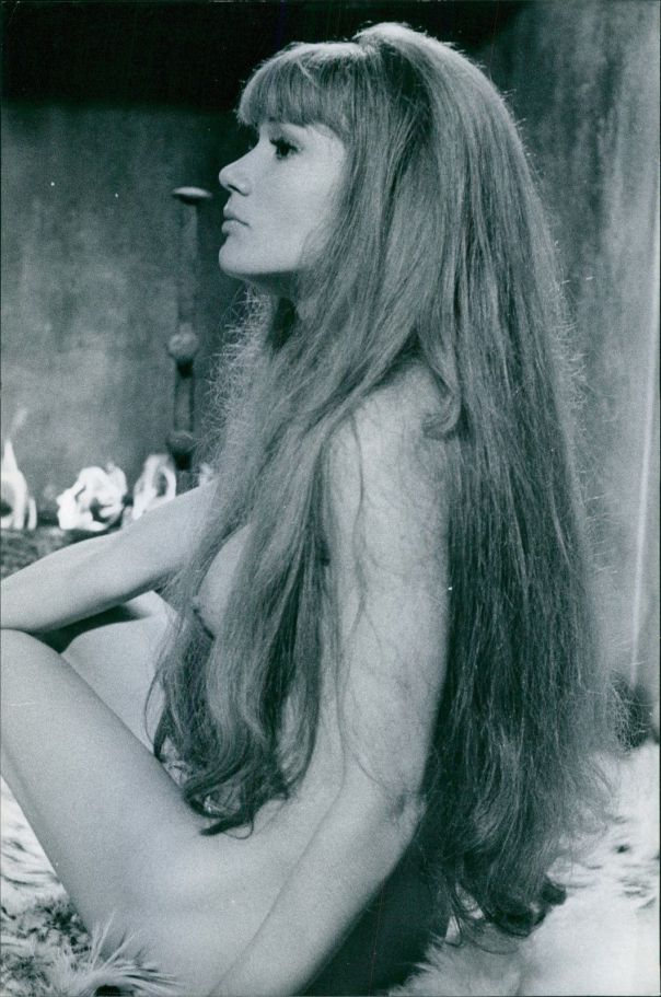 Olga Georges-Picot posing naked for a camera.