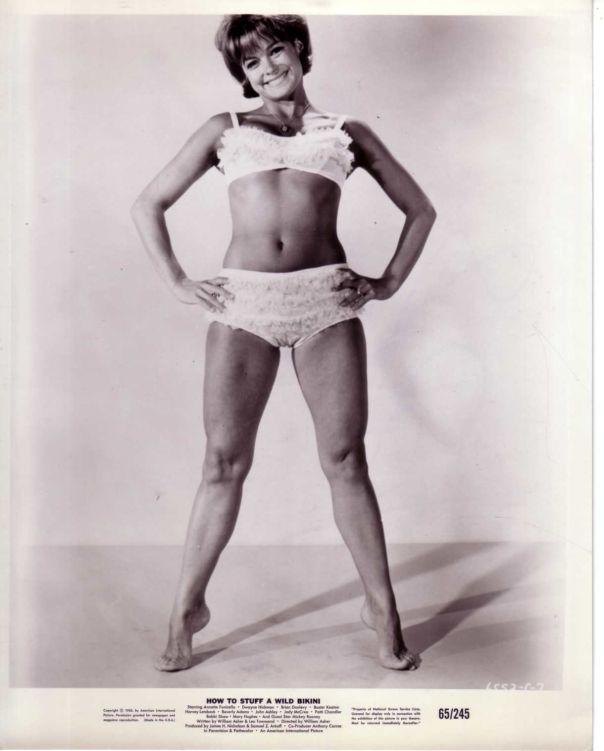 PATTI CHANDLER VINTAGE 1965 PHOTO STUFF A WILD BIKINI SEXY PIN UP LEGGY BAREFOOT