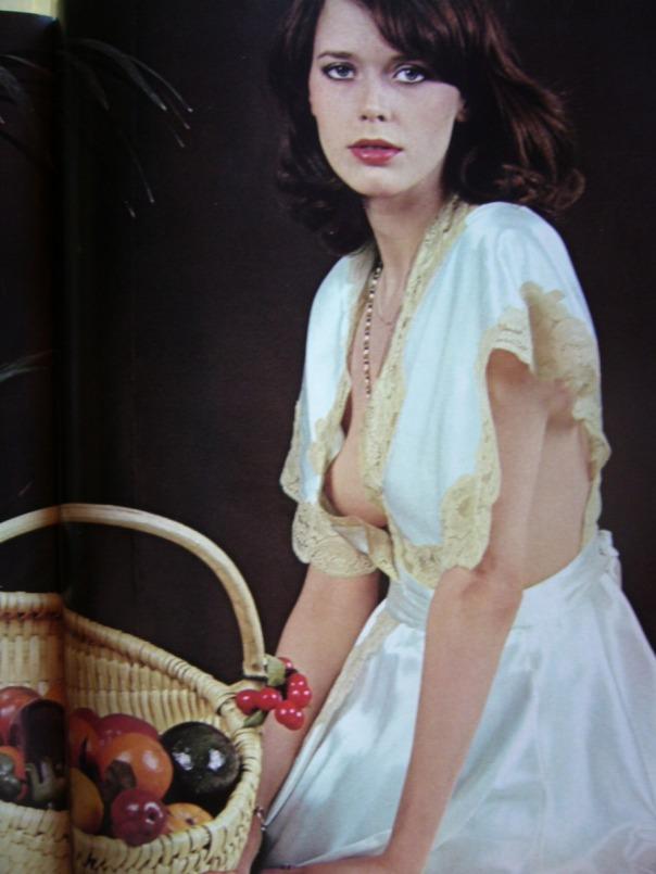 Sylvia-kristel-clay-en-premiere-de-1977-adjani_MLA-F-136018825_1593