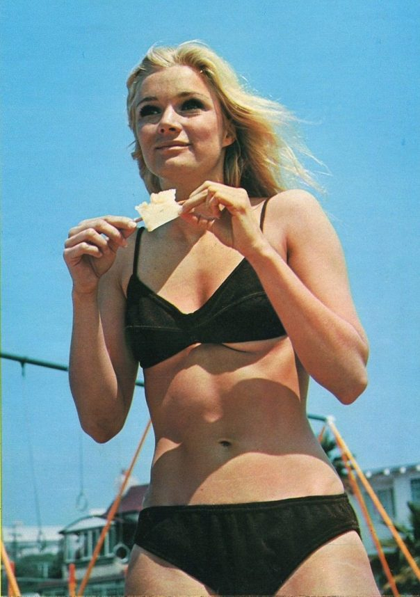 YVETTE MIMIEUX in Bikini, LANA WOOD 1972 JPN PINUP PICTURE CLIPPING 8x11 #MC:N