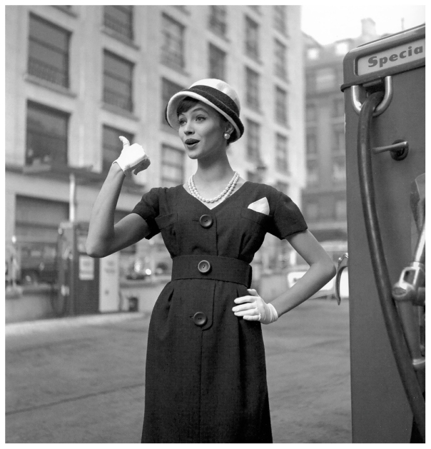 anna-karina-in-navy-shantung-dress-topped-with-a-hat-by-cc3a9cile-billard-photo-by-georges-dambier-elle-march-16-1959