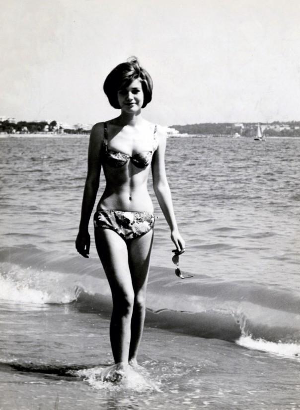 Caterinspaak-Diciottenni al sole è un film del 1962 diretto da Camillo Mastrocinque