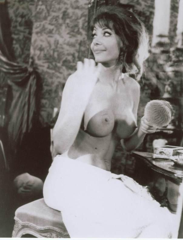 Ingrid Pitt CoF 22 Pitt 1