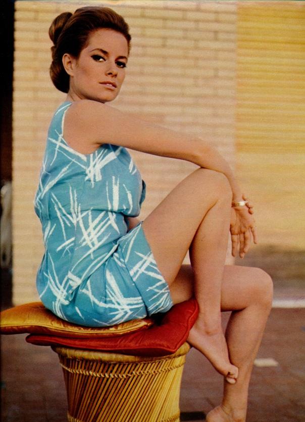 Luciana-Paluzzi-novembre-68-ciné-revue_NEW