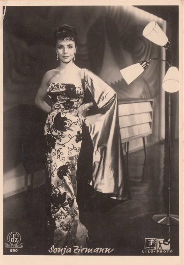 SONJA ZIEMANN (1926-DATE) ~ GERMAN FILM & TV ACTRESS ~ c1950