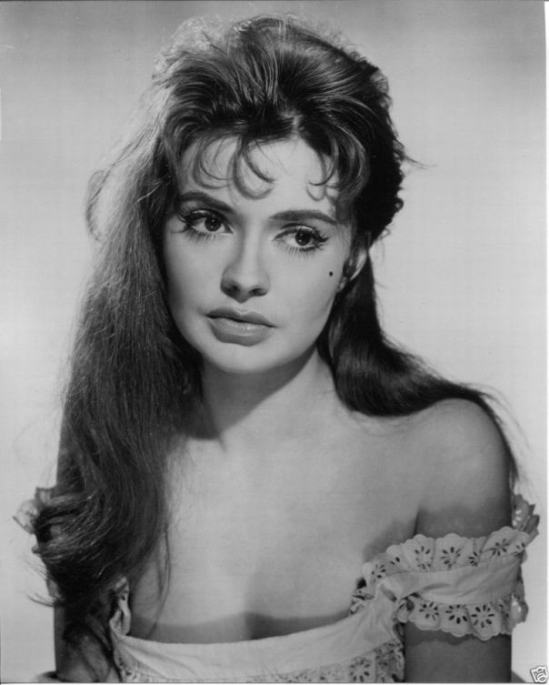 YVONNE MONLAUR sexy glamour Publicity Press PHOTO '60s Starlet BRIDES OF DRACULA