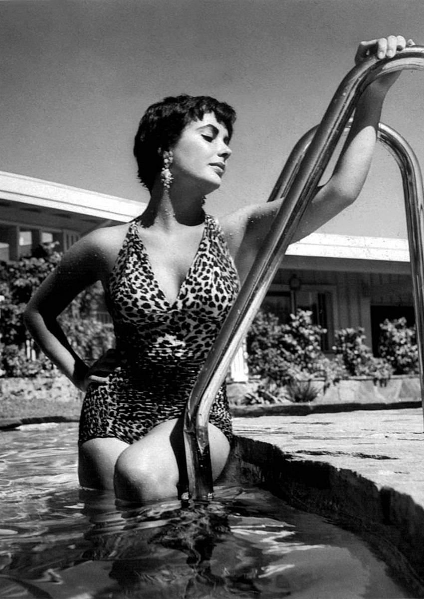 Elizabeth Taylor In A Leopard Skin Print Swimsuit 24 Femmes Per Second