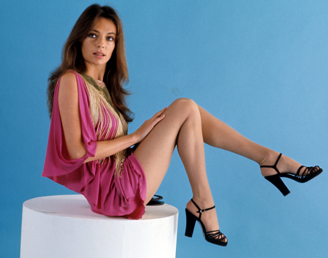 jacqueline-bisset-legs