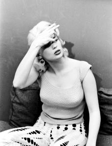 Jayne Mansfield smoking-7