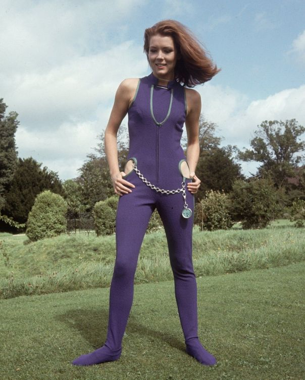 diana-rigg-the-avengers-10-x-8-photograph-no-3