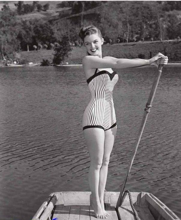 luana-patten-busty-leggy-vintage-photo-circa-1956