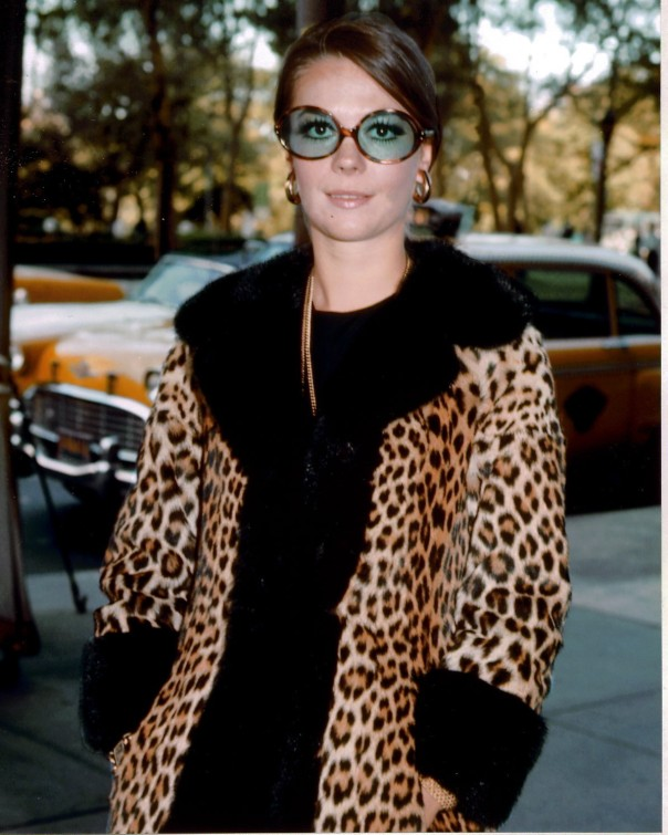 1938-natalie-wood-6-leopard-coat-and-sunglasses