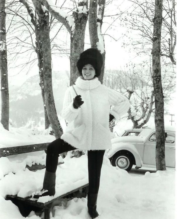 claudia-cardinale-in-fur-italian-alps-vintage-1963-candid-photo-the-pink-panther