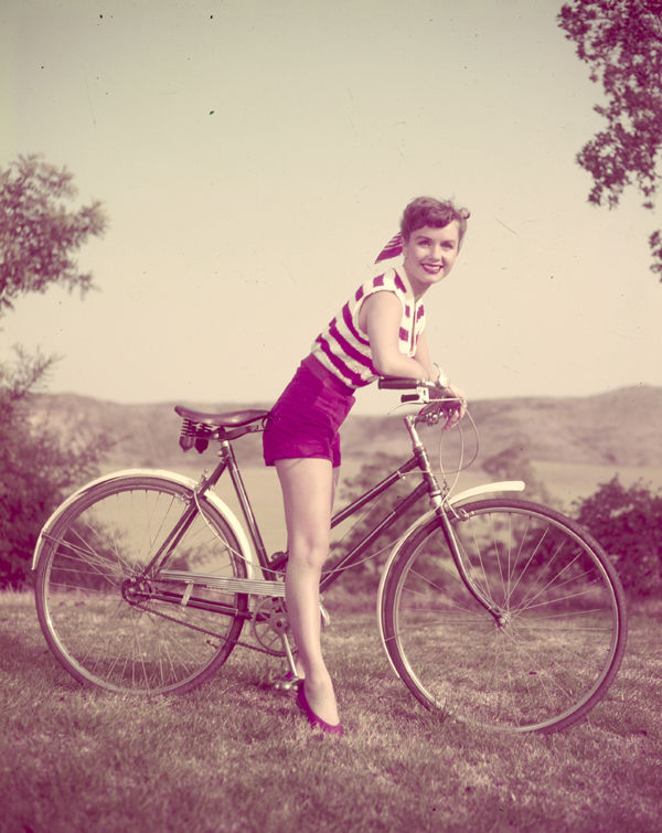 debbie-reynolds-rides-vintage-bicycle-original-5x4-transparency-slide-photo