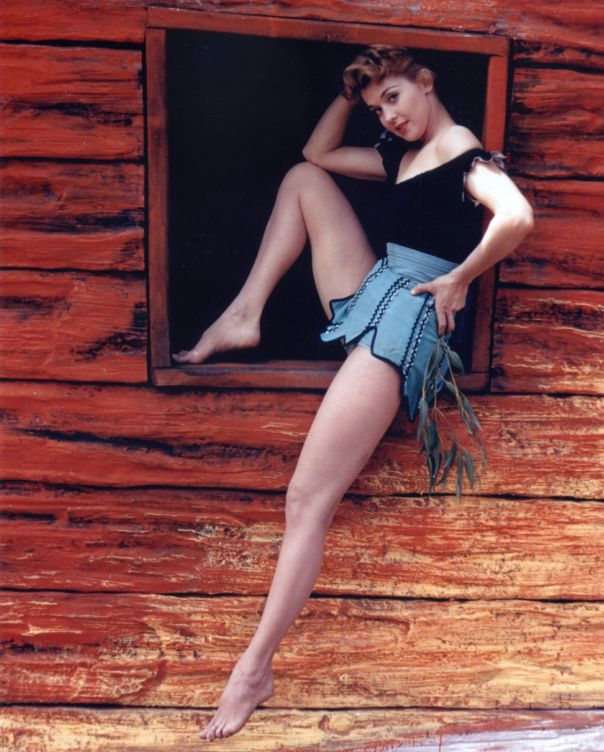 Hot Cleavage Doris May  nudes (58 foto), Twitter, braless