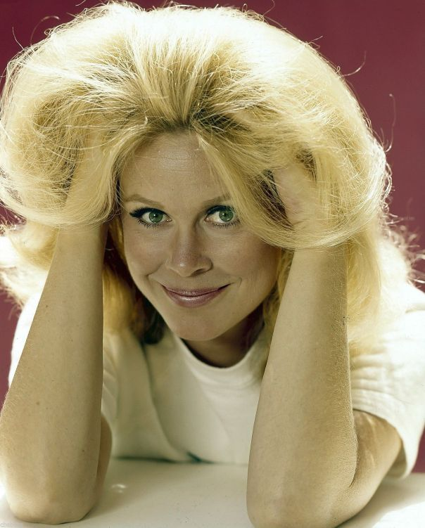 elizabeth-montgomery-bewitched-tv-show-photo-x100