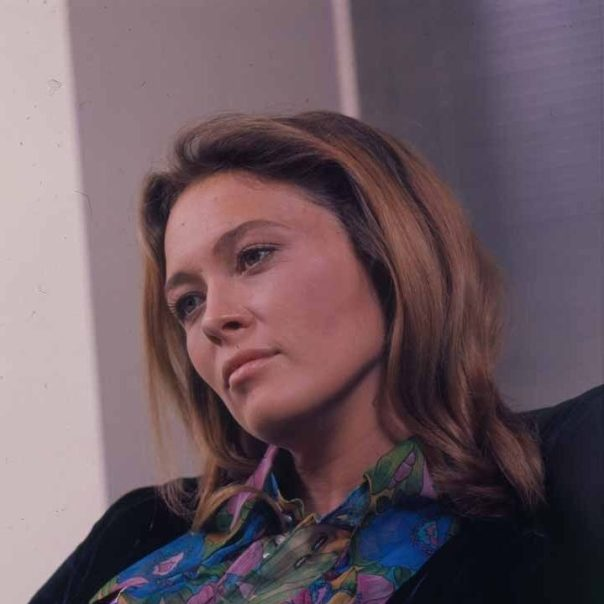 faye-dunway-candid-1971-vintage-2-1_4-transparency
